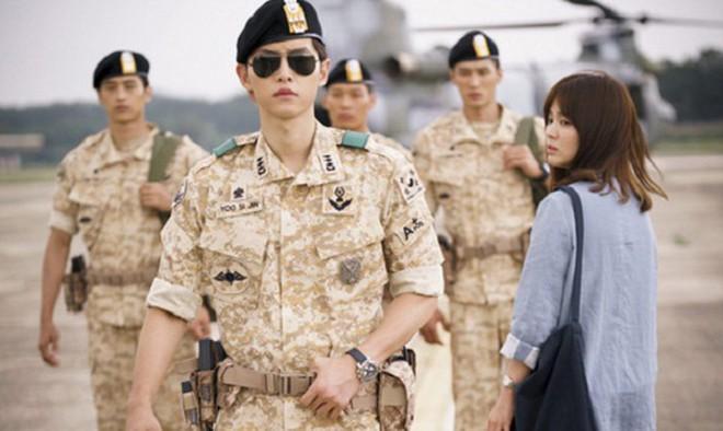 Cùng cảnh chiếc khăn gió lạnh: Song Hye Kyo gặp đức lang quân, Suzy (Vagabond) rơi vào tầm bắn! - ảnh 9
