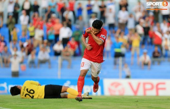 Cầu thủ Hà Tĩnh FC hân hoan nâng Cúp vô địch giải Hạng Nhất, chính thức lên hạng V.League 2020 - ảnh 11