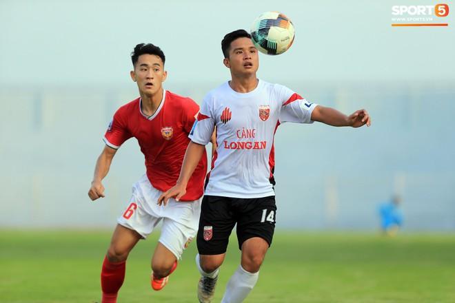 Cầu thủ Hà Tĩnh FC hân hoan nâng Cúp vô địch giải Hạng Nhất, chính thức lên hạng V.League 2020 - ảnh 10