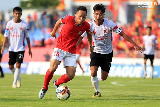 Cầu thủ Hà Tĩnh FC hân hoan nâng Cúp vô địch giải Hạng Nhất, chính thức lên hạng V.League 2020 - ảnh 8