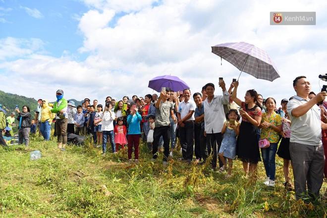 Hàng ngàn người dân tại Hoàng Su Phì thích thú ngắm dù lượn - ảnh 8