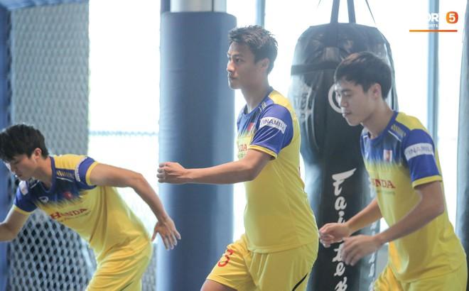 Cầu thủ từng chê tuyển Việt Nam bị HLV Park nắn gân ngay trong buổi tập đầu tiên - ảnh 9