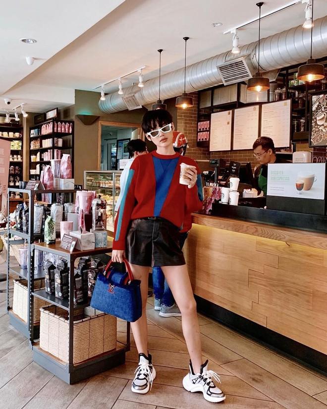 Túi hiệu đâu ra mà lắm thế: Hẳn nên gọi Khánh Linh là cô em nhiều túi' chứ không chỉ là cô em trendy - ảnh 10
