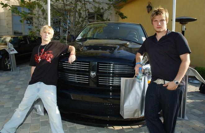 Drama sốc nhất Hollywood của gia đình Nick (Backstreet Boys): Em trai dọa giết vợ, anh trai ấu dâm, chị gái cưỡng hiếp? - Ảnh 2.