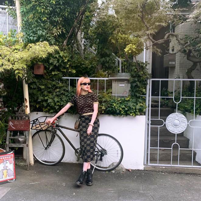 Sơn Tùng M-TP và Thiều Bảo Trâm lộ ảnh xuất hiện cùng nhau trên đường phố Nhật, đã đi thật xa rồi vẫn còn giữ khoảng cách? - ảnh 3