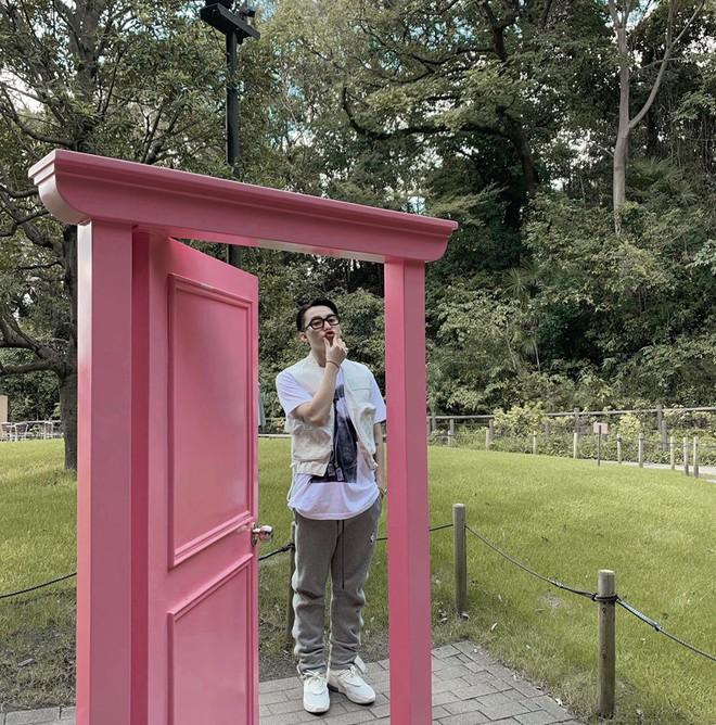 Sơn Tùng M-TP và Thiều Bảo Trâm lộ ảnh xuất hiện cùng nhau trên đường phố Nhật, đã đi thật xa rồi vẫn còn giữ khoảng cách? - ảnh 4