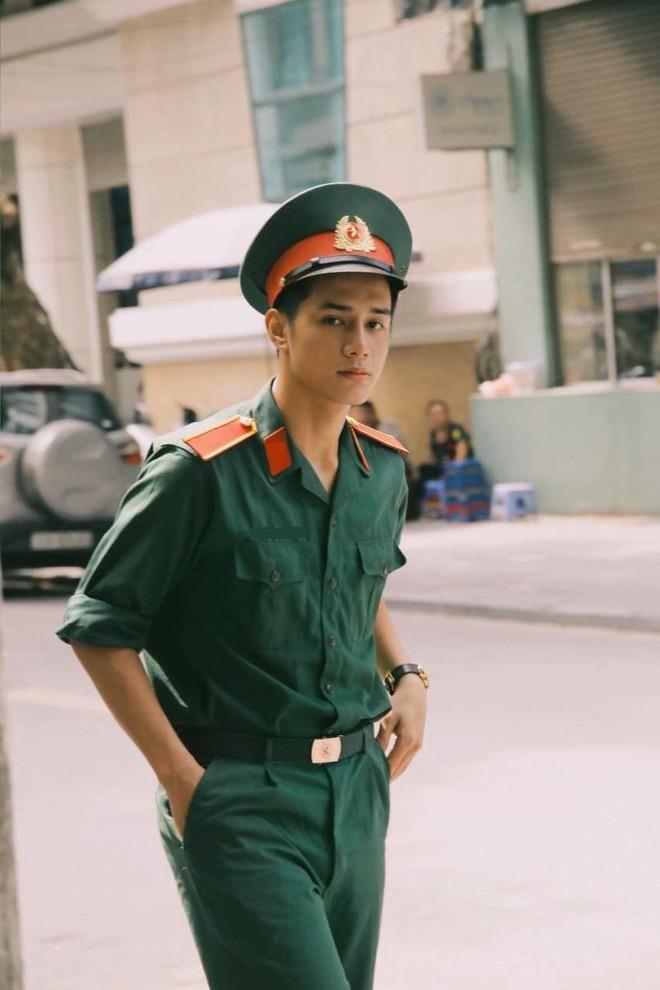 Xuất hiện hotboy Học viện Quân y vừa điển trai vừa học giỏi, nam thần trong truyền thuyết là đây chứ đâu! - ảnh 3