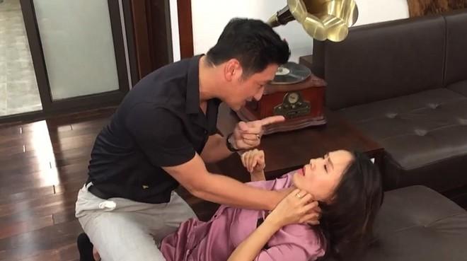 Tiếng Sét Trong Mưa và Hoa Hồng Trên Ngực Trái: Cuộc đụng độ giữa hai phim Việt hot nhất hiện nay! - Ảnh 12.