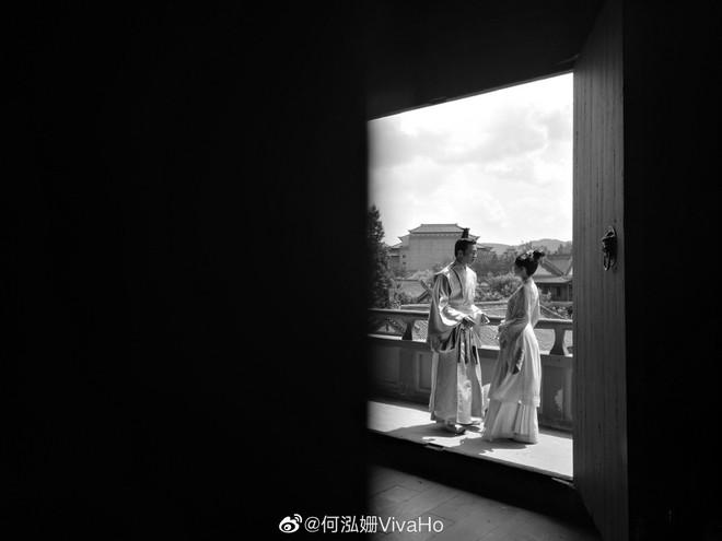 Xót xa nhìn Hà Nhuận Đông làm người thứ 3 xen vào tình bách hợp trong hậu trường Tuế Tuế Thanh Liên - ảnh 4