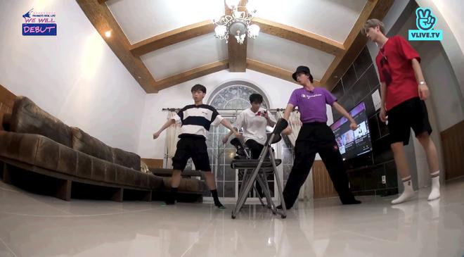 7 trai đẹp của boygroup người Việt D1Verse la hét khản cổ khi bị dọa ma - ảnh 4