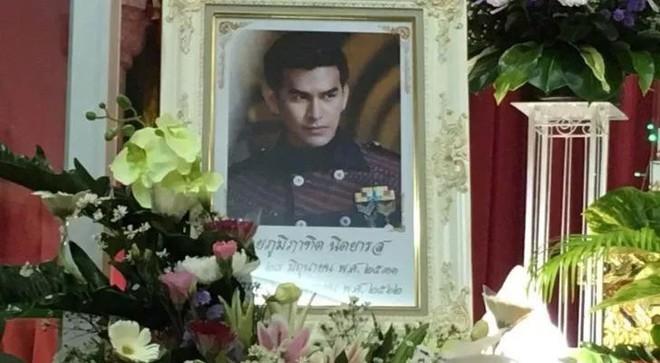 Tiết lộ hiện trường vụ mỹ nam đình đám Thái Lan treo cổ tự tử và sự thật về cuộc sống cùng quẫn trước khi chết - ảnh 7