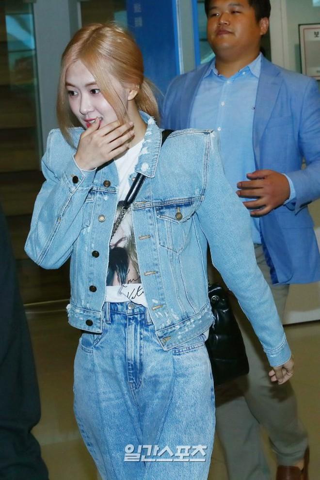 Màn đọ sắc bất ngờ của 2 mỹ nhân BLACKPINK ở sân bay: Jennie như tiểu thư tài phiệt, Rosé bất chấp cả góc dìm hàng - ảnh 5