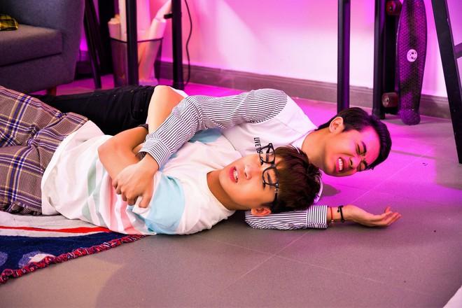 Chấm dứt nghiệp làm vlogger, Huy Cung chính thức ra mắt MV lấn sân ca sĩ, rủ cả Cris Phan nhưng có làm nên chuyện? - ảnh 2
