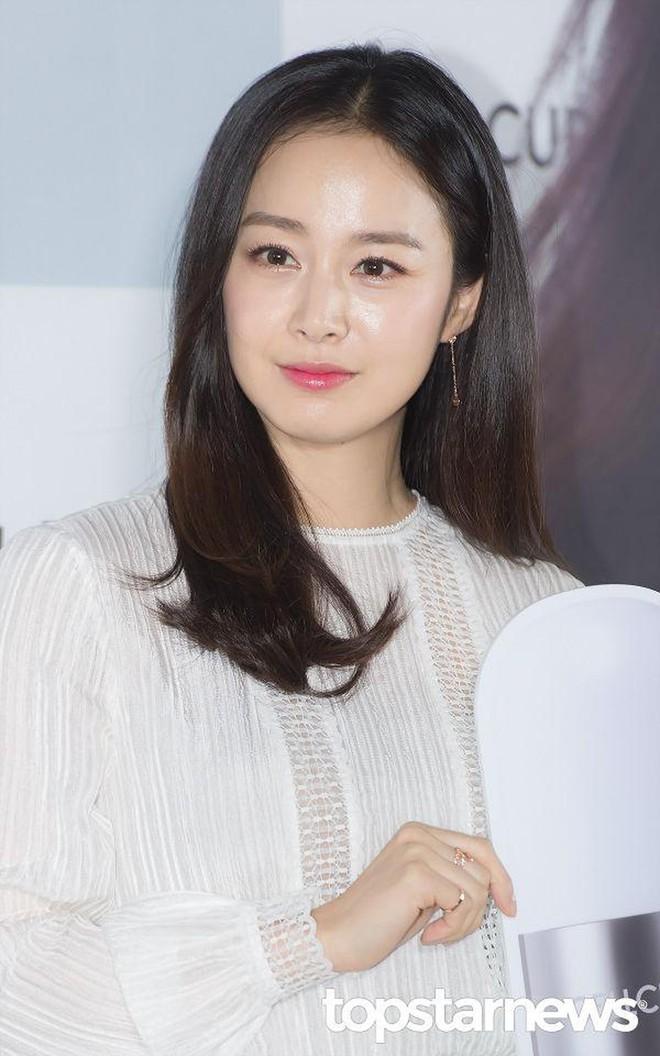 9 sao Hàn có điểm thi đại học khủng nhất Kbiz: Song Joong đã đỉnh, vợ chồng Kim Tae Hee - Bi Rain còn đỉnh hơn - ảnh 11