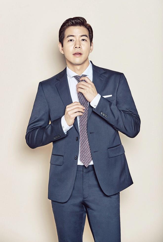 9 sao Hàn có điểm thi đại học khủng nhất Kbiz: Song Joong đã đỉnh, vợ chồng Kim Tae Hee - Bi Rain còn đỉnh hơn - ảnh 6