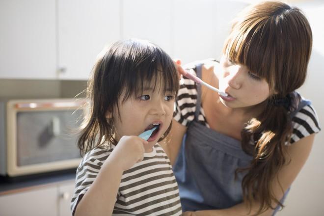 11 thói quen gây hại sức khỏe mà bác sĩ khuyên bạn nên tránh tái diễn thường xuyên - ảnh 4