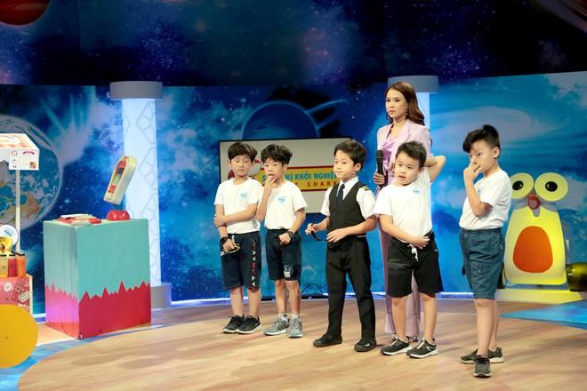 Shark nhí: Minh Hằng phấn khích với ông chủ nhỏ tuổi nhất Việt Nam - ảnh 2