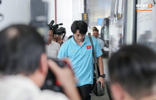 Tuyển Việt Nam di chuyển hành xác: Đá xong với Malaysia, lập tức lên đường trong đêm đi Indonesia - ảnh 1
