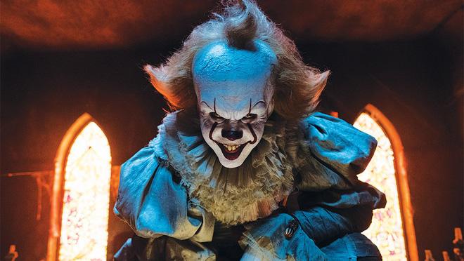 Sốc với nhan sắc thật của Gã hề ma quái (IT): Trong phim thì ám ảnh hết hồn, ngoài đời thì đẹp trai hết nấc! - Ảnh 1.