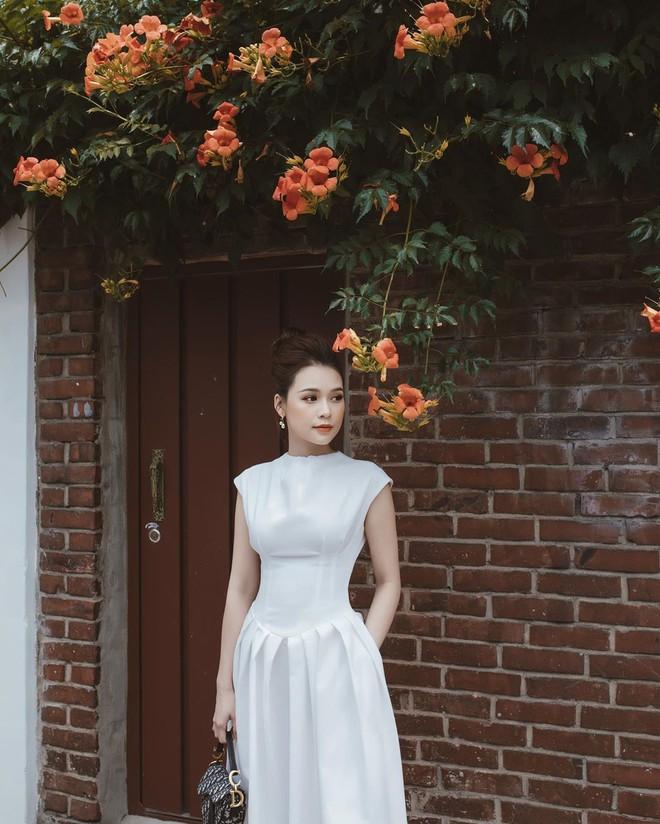 Ngắm Sam yêu kiều và sang chảnh khi diện váy trắng, thế nào các nàng cũng muốn sắm ngay vài chiếc - ảnh 2