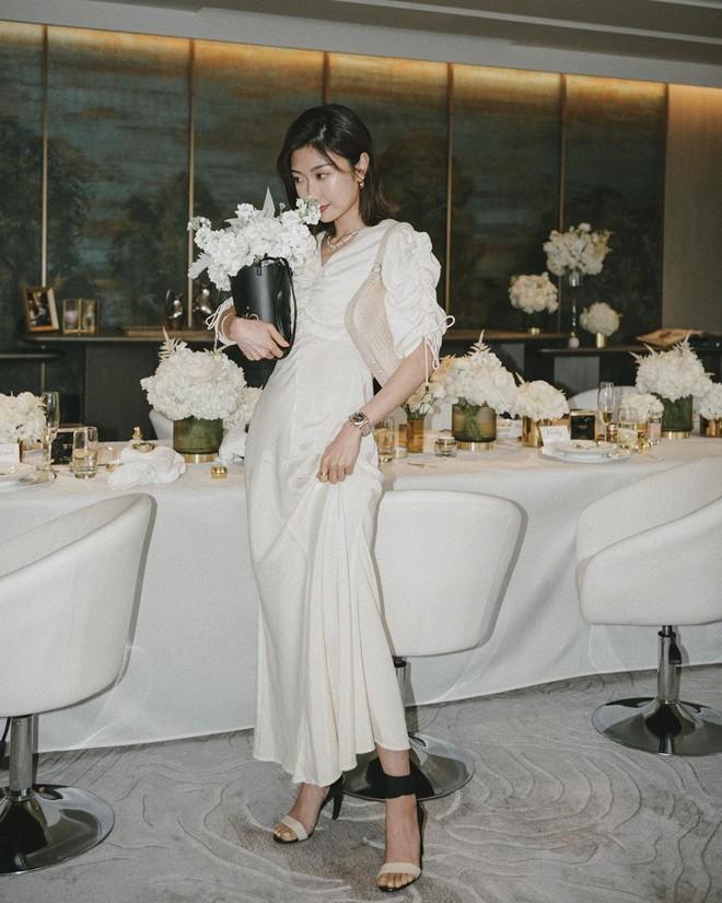 Ngắm Sam yêu kiều và sang chảnh khi diện váy trắng, thế nào các nàng cũng muốn sắm ngay vài chiếc - ảnh 9