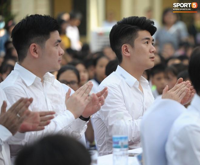 Hai doanh nhân điển trai cùng Quang Hải, Văn Hậu thắp lửa đam mê cho học sinh THCS ở Hà Nội - Ảnh 2.