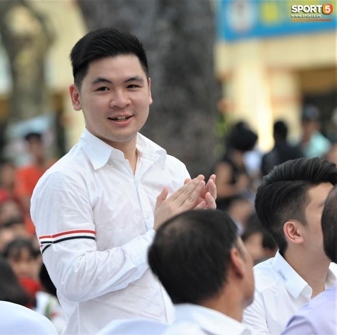 Hai doanh nhân điển trai cùng Quang Hải, Văn Hậu thắp lửa đam mê cho học sinh THCS ở Hà Nội - Ảnh 5.