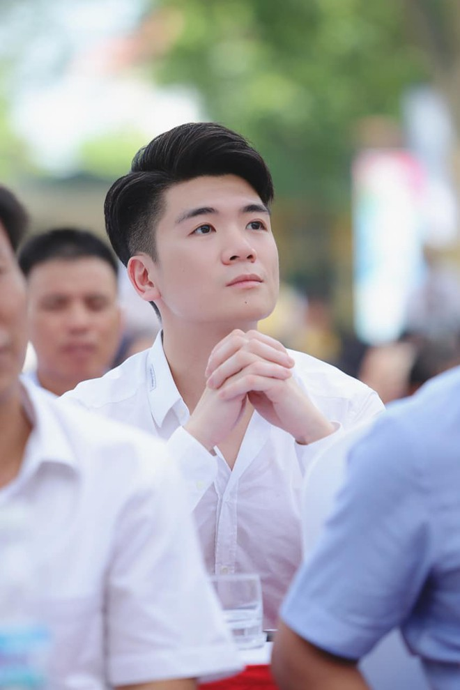 Hai doanh nhân điển trai cùng Quang Hải, Văn Hậu thắp lửa đam mê cho học sinh THCS ở Hà Nội - Ảnh 4.