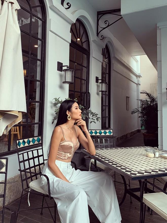 Hoàng Thùy phớt lờ tin đồn nâng ngực để thi Miss Universe 2019, chăm diện váy áo khoe trọn vòng 1 căng tròn - Ảnh 8.