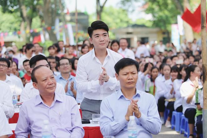 Hai doanh nhân điển trai cùng Quang Hải, Văn Hậu thắp lửa đam mê cho học sinh THCS ở Hà Nội - Ảnh 3.