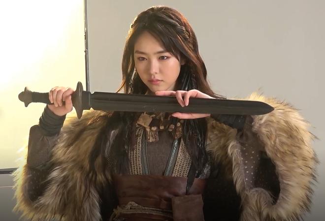 7 bóng hồng của Song Joong Ki ở Arthdal: Hết BLACKPINK, con lai Nga Hàn tới mỹ nhân Nhật đẹp nức lòng ai mà không mê - ảnh 11
