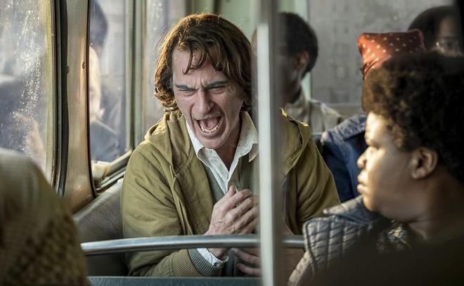 JOKER có gì hay mà lại nhận được tượng Sư Tử Vàng lẫn tràng vỗ tay dài 8 phút tại LHP Venice? - Ảnh 6.
