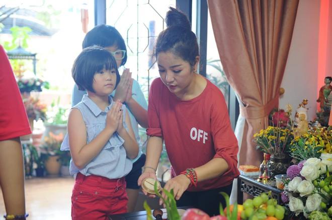 Thúy Nga lần đầu tổ chức cúng Tổ nghề ở Việt Nam sau khi sang Mỹ, Minh Nhí và dàn nghệ sĩ cùng tề tựu dâng hương - Ảnh 4.