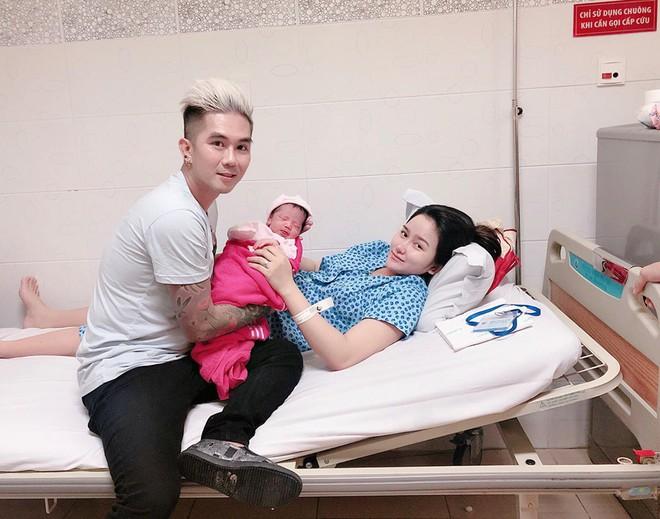 Hậu ồn ào chia tay Lương Bích Hữu, Khánh Đơn hạnh phúc khoe bà xã hot girl vừa sinh con đầu lòng nặng 3kg - Ảnh 1.