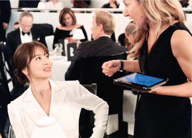 Loạt ảnh chính thức của Song Hye Kyo tại sự kiện quốc tế ở Mỹ: Cố gồng làm gì, chị xuất thần nhất là khi sương sương! - Ảnh 5.