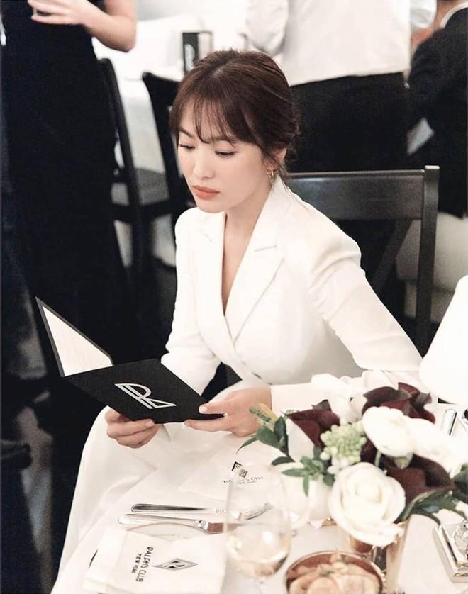 Loạt ảnh chính thức của Song Hye Kyo tại sự kiện quốc tế ở Mỹ: Cố gồng làm gì, chị xuất thần nhất là khi sương sương! - Ảnh 4.
