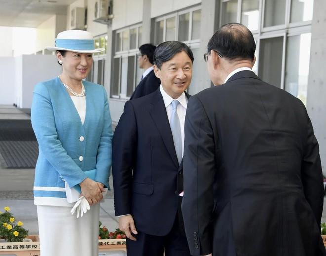 Vừa công bố ảnh lịch của năm, Hoàng hậu Nhật Bản đã gây sốt với vẻ đẹp vượt thời gian, mặc lại đồ cũ 22 năm vẫn thần thái ngút ngàn - ảnh 6