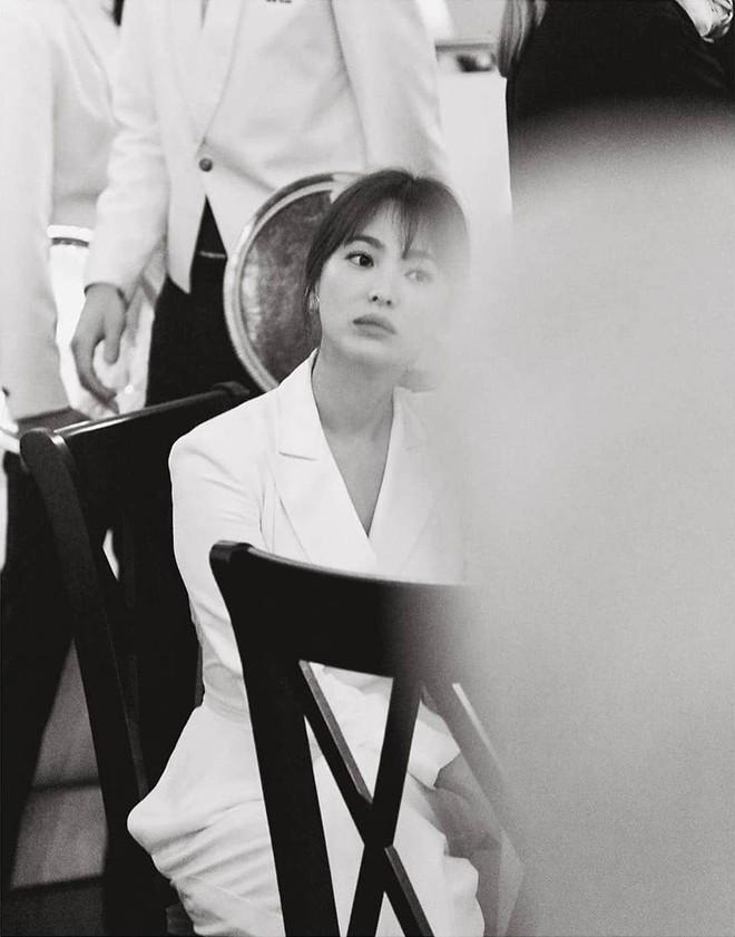 Loạt ảnh chính thức của Song Hye Kyo tại sự kiện quốc tế ở Mỹ: Cố gồng làm gì, chị xuất thần nhất là khi sương sương! - Ảnh 2.