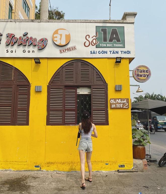 Nữ hoàng sexy Hyuna khoe ảnh đi uống cafe ở Sài Gòn, dân tình chỉ dán mắt vào body của nữ idol - Ảnh 2.