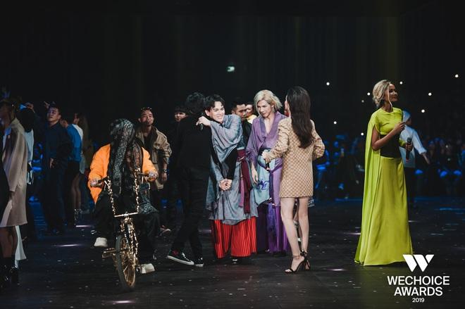 Xem trọn vẹn các màn trình diễn tại WeChoice: Những sự kết hợp không tưởng, dàn dựng sân khấu đỉnh cao tạo nên một bữa tiệc âm nhạc tràn đầy cảm hứng! - Ảnh 24.