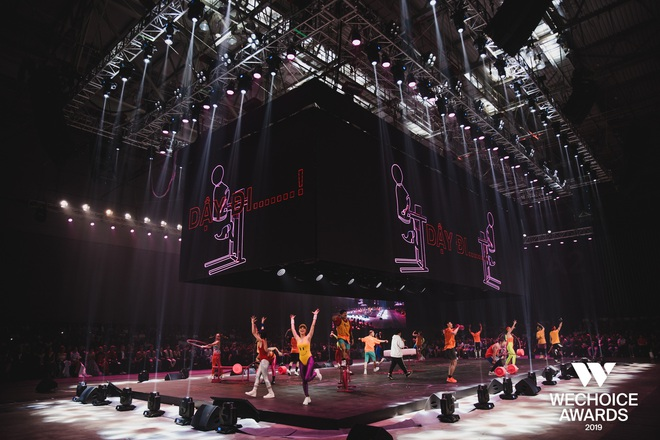 Xem trọn vẹn các màn trình diễn tại WeChoice: Những sự kết hợp không tưởng, dàn dựng sân khấu đỉnh cao tạo nên một bữa tiệc âm nhạc tràn đầy cảm hứng! - Ảnh 3.