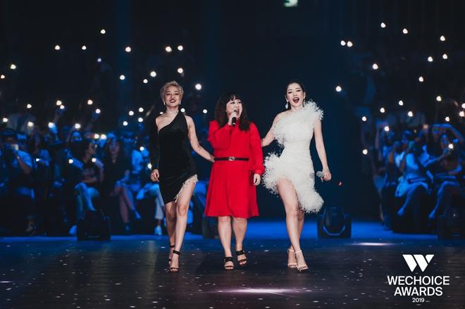 Bộ tứ Anh Linh Chi Đen hoà giọng trong ca khúc linh hồn WeChoice Awards 2019, cả khán phòng được thắp sáng ngàn sao đầy xúc động - Ảnh 5.
