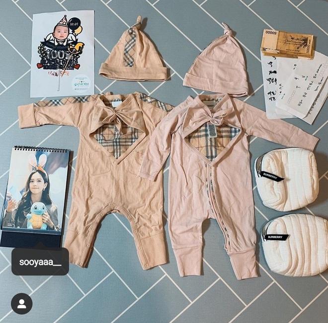Mua đồ hiệu Burberry tặng cháu gái mới hơn 3 tháng tuổi, Jisoo chính là người dì quốc dân mà ai cũng muốn có - ảnh 3