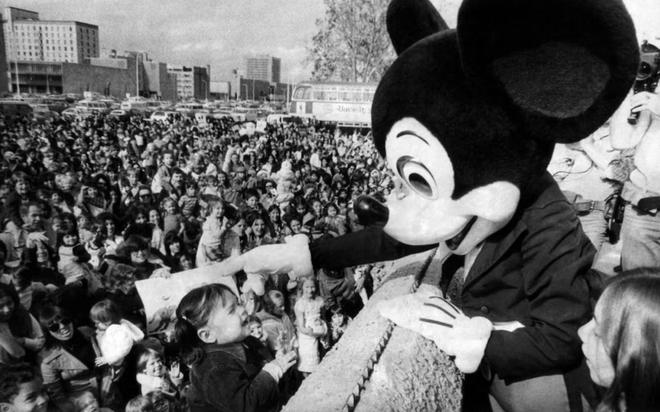 Khi Disneyland giờ chỉ dành cho người giàu: Giá vé lên tới hơn 27 triệu và bài học xương máu Để vươn đến đỉnh cao, bạn sẽ phải tàn nhẫn - ảnh 1