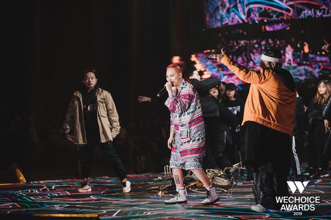 WeChoice Awards 2019: vượt quá khuôn khổ của một lễ trao giải, các tiết mục trình diễn đều là những sân khấu âm nhạc trong mơ! - Ảnh 12.