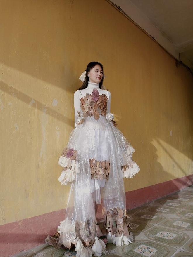 Diện bộ váy tái chế 0 đồng, nữ sinh gây sốt với gương mặt xinh xắn cùng thần thái đỉnh cao không thua kém mẫu ảnh chuyên nghiệp - ảnh 7