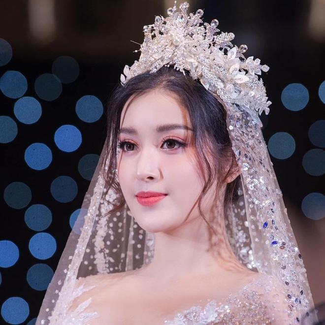 Huyền My tung loạt ảnh hoá cô dâu cực lộng lẫy nhưng khuôn mặt ngày càng lạ sau 5 năm đăng quang mới gây chú ý! - ảnh 10