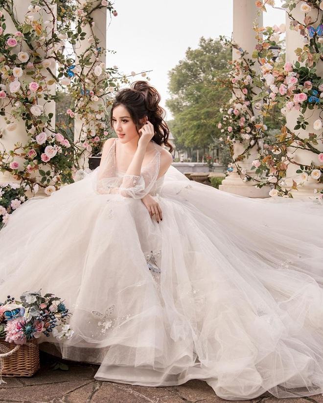 Huyền My tung loạt ảnh hoá cô dâu cực lộng lẫy nhưng khuôn mặt ngày càng lạ sau 5 năm đăng quang mới gây chú ý! - ảnh 3