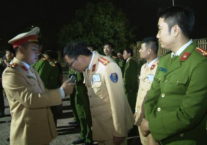 Phó Giám đốc Công an Ninh Bình làm trưởng đoàn kiểm tra nồng độ cồn cán bộ công an - ảnh 1
