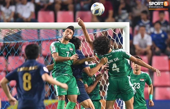 HLV trưởng U23 Iraq trách trọng tài xem VAR quá nhanh rồi ra quyết định có lợi cho Thái Lan - ảnh 6